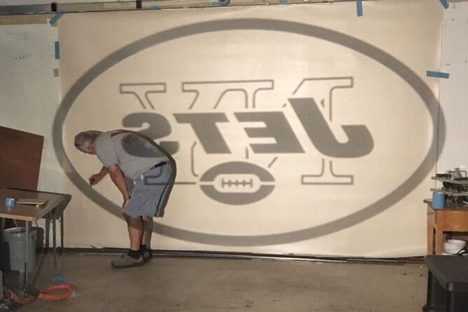 making the Jets logo rug